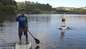 remada de stand up paddle na cantareira